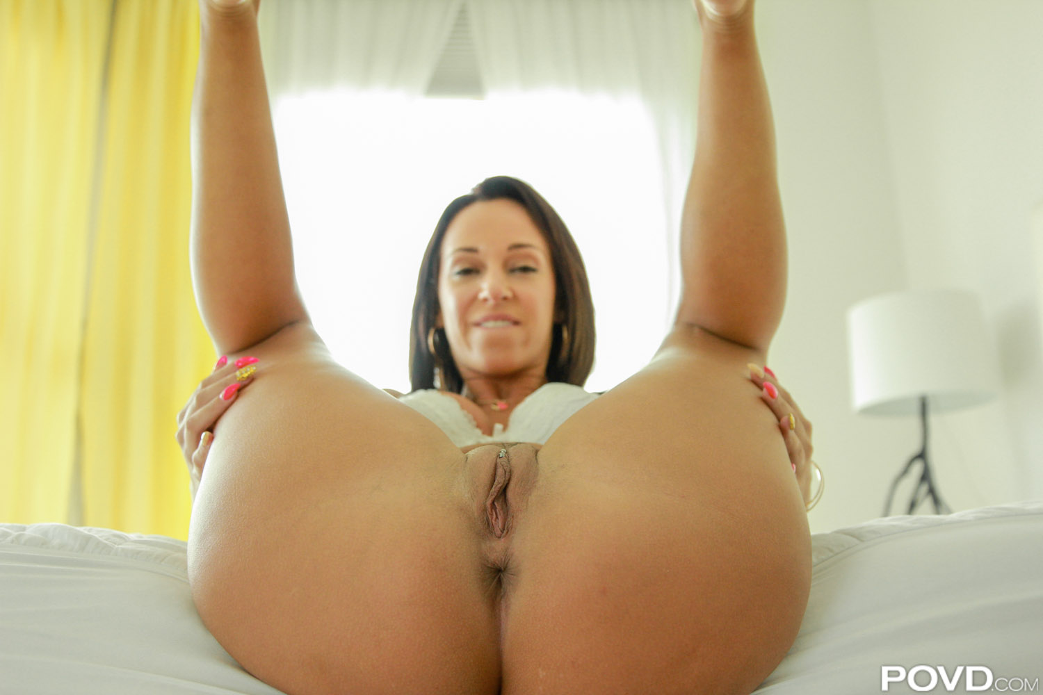 Scared milf with fat ass gets bbc for the first time 2