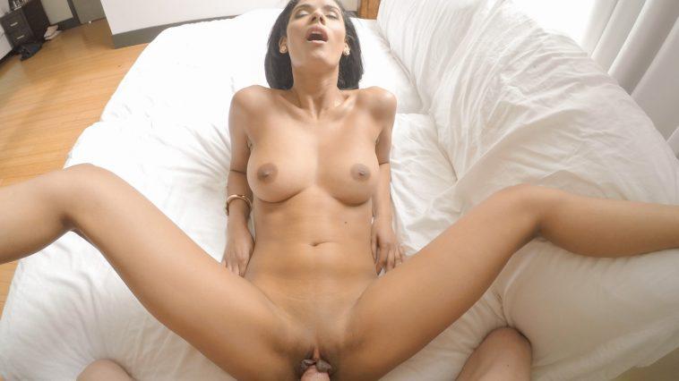 Povd Karmen Bella in Lotioned Legs 2